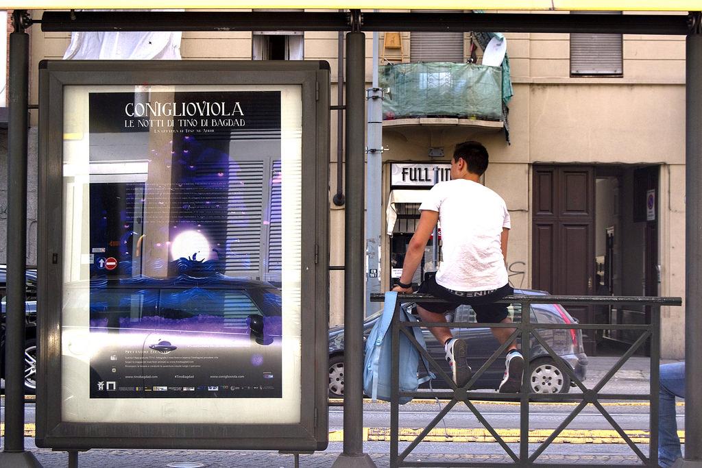 """Torino, Corso Giulio Cesare, manifesto """"Tino ad Apollides"""""""