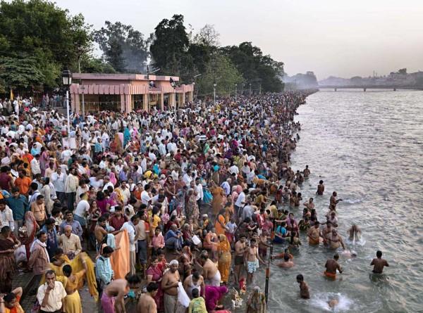 Kumbh Mela n. 1 Haridwar, India 2010 © Edward Burtynsky / courtesy Admira, Milano