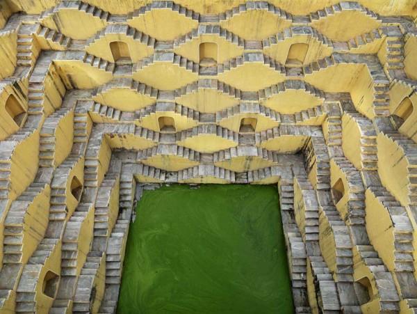 Pozzo a gradini n. 2. Panna Meena, Amber, Rajasthan, India 2010 © Edward Burtynsky / courtesy Admira, Milano