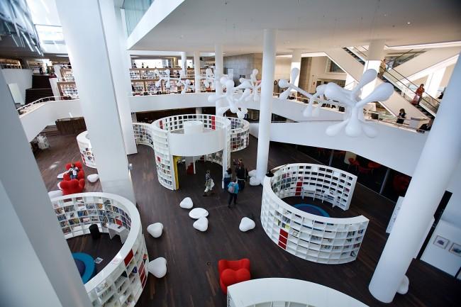 Openbare Bibliotheek Amsterdam - Photo by Mircea Giurca – www.journeyetc.com