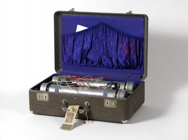 Gregory Green, Suitcase Bomb #31 (NY), 1996. Ph. Dario Lasagni. Courtesy Collezione Maramotti © the artist