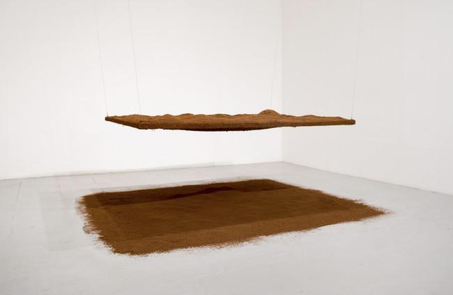 Caroline Le Méhauté, Négociation 34_Porter Surface #2, 2015. Wood, metal, cocunat peat, cm 135x180x300