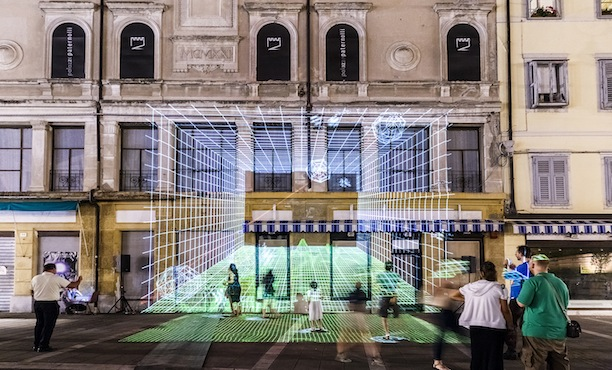 Matthieu Tercieux, YOU ARE HERE… SOMEWHERE ELSE, doppia videoproiezione ortogonale interattiva, InVisible Cities 2015