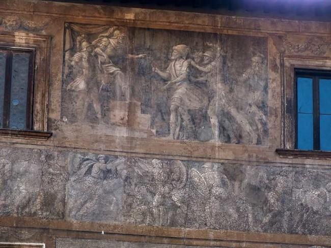 Daniele da Volterra, sgraffito sulla facciata di Palazzo Massimo di Pirro (particolare), 1532, photo by tesoridiroma.net