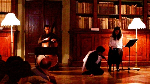 Nuvole. Casa. progetto favole del potere - elfriede jelinek nelle biblioteche di e conChiara Guidi, musiche di Daniele Roccato, con Filippo Zimmermann. Festival Focus Jelinek