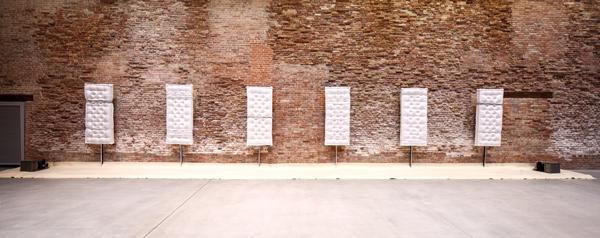 Pier Paolo Calzolari, Senza titolo (Materassi), 1970 Pinault Collection © Pier Paolo Calzolari. Courtesy Archivio Fondazione Calzolari. Installation view alla mostra Accrochage, 2016 © Palazzo Grassi, ph: Fulvio Orsenigo © Pier Paolo Calzolari by SIAE 2016