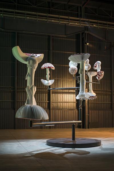 Carsten Höller, Flying Mushrooms, 2015 Courtesy dell'artista, Gagosian Gallery e Pirelli HangarBicocca, Milano. Foto: © Attilio Maranzano
