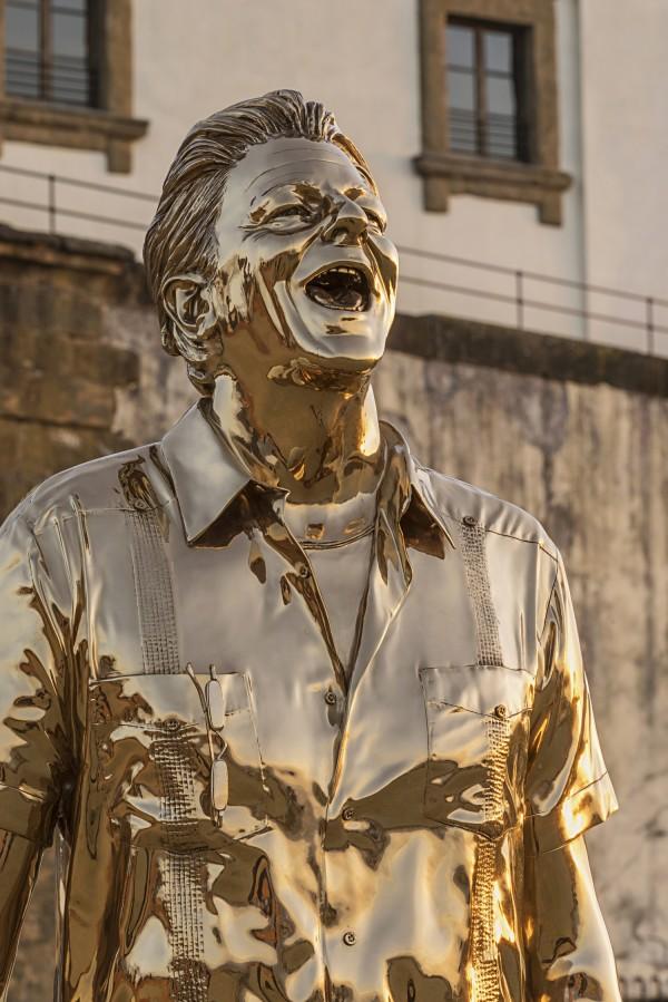 L'uomo che piange e ride (2005. Bronzo al sicilio. Foto di Attilio Maranzano © Angelos Bvba