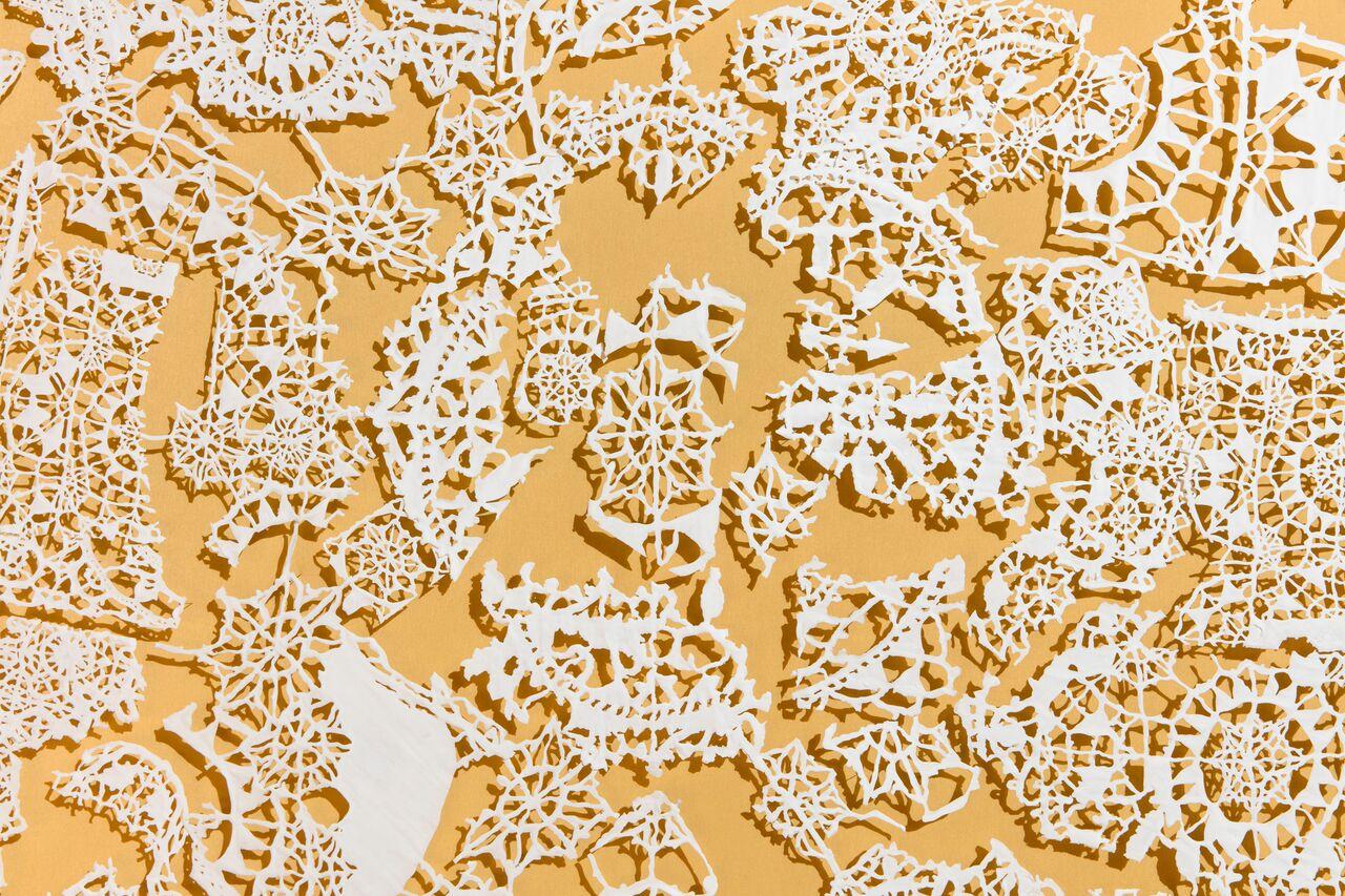 Elisabetta Di Maggio, Senza titolo, porcellana bianca tagliata a mano con bisturi, misure variabili, 2007, courtesy Laura Bulian, ph. Agostino Osio