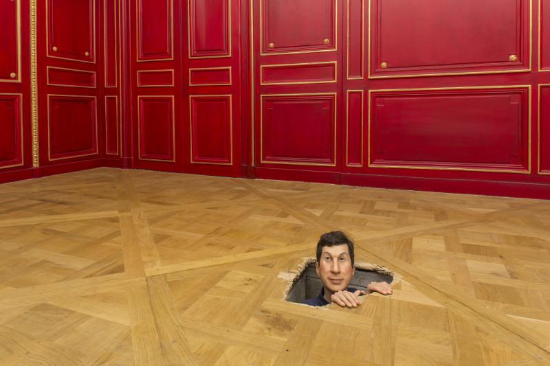 Maurizio Cattelan, Senza titolo, 2001, resina poliestere, cera, pimenti, capelli naturali. Photo : Zeno Zotti. Vista della mostra Maurizio Cattelan, Not Afraid of Love, Monnaie de Paris