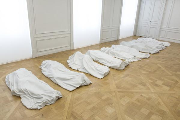Maurizio Cattelan, All, 2007, nove sculture in marmo di Carrara. Photo : Zeno Zotti. Vista della mostra Maurizio Cattelan, Not Afraid of Love, Monnaie de Paris
