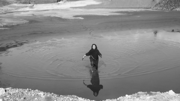 Shirin Neshat Roja (still dal video), 2016 Production Still. Copyright Shirin Neshat Courtesy the artist and Gladstone Gallery, New York and Brussels