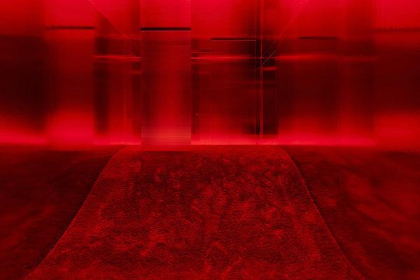 """Lucio Fontana in collaborazione con Nanda Vigo, Ambiente spaziale: """"Utopie"""", nella XIII Triennale di Milano, 1964/2017, veduta dell'installazione in Pirelli HangarBicocca, Milano, 2017. Courtesy Archivio Nanda Vigo e Pirelli HangarBicocca, Milano. ©FondazioneLucio Fontana. Foto: Agostino Osio"""