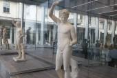 Rifondazione Prada: un tour scelto alla sede di Milano