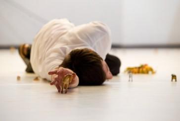 SAD SAM /ALMOST 6 di Matija Ferlin riporta l'infanzia a teatro